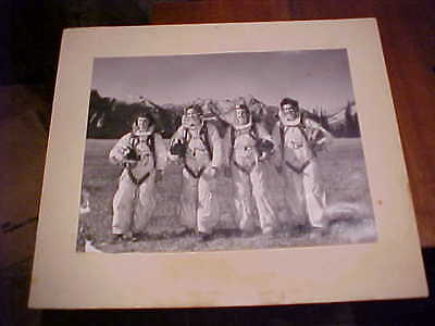 fantastic rare large photo image of rcaf korea war era women in  flying gear.