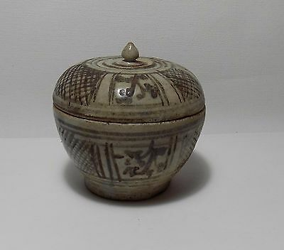 Thai Antique Sawankhalok Ware Covered Box w Vine Leaves & Fishnet Motifs