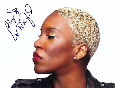 LIV WARFIELD (Prince) VERY RARE AMAZING IN PERSON SIGNED !!