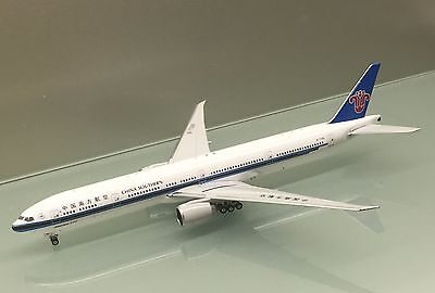 Phoenix 1/400 China Southern Boeing 777-300ER B-7588 diecast metal model