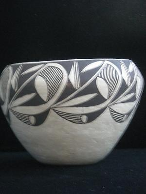 LRG VINTAGE ACOMA INDIAN POTTERY HAND COILED olla form POT by CINDY DEWAHE