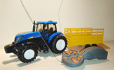 Remote Control New Holland T7070 Tractor & Trailer - Scale Model 1:24 - NEW