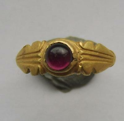 4th Century Roman Gold Ring Set With Cabochon Garnet