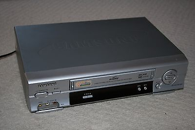 Samsung Vhs Video Player  / Cassette Recorder Vcr Silver - Sv-S651B - Tested