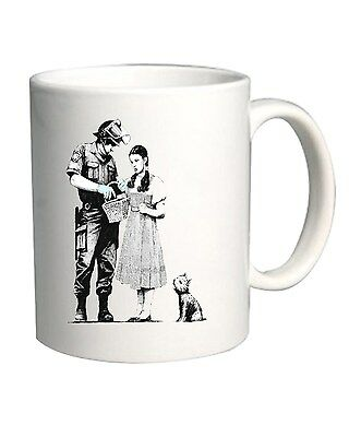 Tazza 11oz TR0009 Banksy Dorothy and Cop Street Art Stencil
