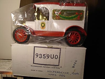 Independence,Iowa XMAS 1985Ertl 1913 Ford Delivery Car Diecast Truck Bank #9359