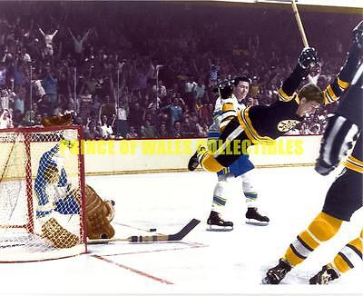 """Bobby Orr """"the Goal"""" (Colorized Version) 8X10 Photo"""