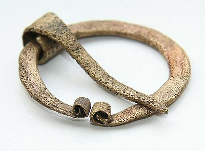 Ancient Old Ornament Bronze Omega Fibula Brooch (JRN21)