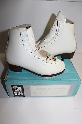 Patins a glace WIFA Champion Padded blancs taille 31 vintage neufs