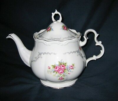 ROYAL ALBERT - Tranquillity - Large Teapot (Excellent)