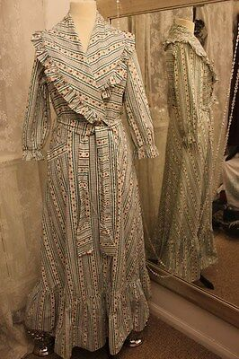 1940s 1950s floral cotton dressing gown housecoat - Ditsy Vintage 10 S