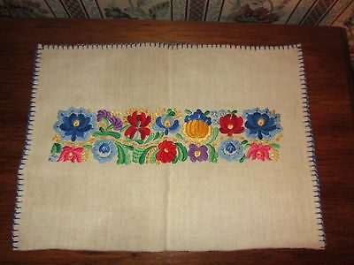 HUNGARY Hungarian MID CENTURY HAND EMBROIDERED KALOCSA PLACEMAT w backing ; MINT