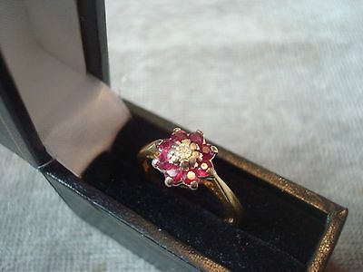 LADIES .750 18CT YELLOW GOLD DIAMOND / RUBY RING 3.3g SIZE K 1/2 BOXED REF 6909