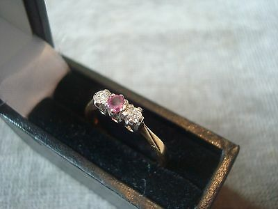 LADIES .750 18CT YELLOW GOLD DIAMOND / PINK SAPPHIRE RING 2.3g SIZE K BOXED