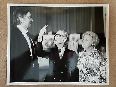 Original STEPHEN LEWIS Signed / Autographed HOLIDAY ON THE BUSES Press Still (2)