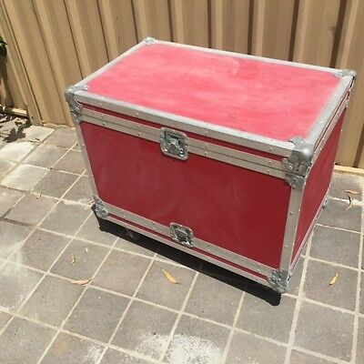 """19"""" rack unit roadcase red with power and light"""