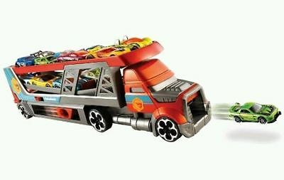 HOT WHEELS Blastin' Rig Vehicle Truck Lorry SHOOTS CARS. 3 cars included