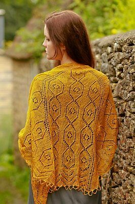Effra shawl kit including pattern by Annika Allis and Scrumptious lace in gold