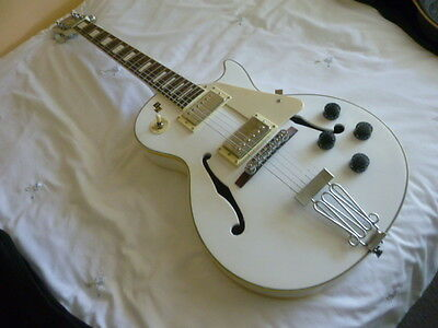 Guitar hollow body LP copy FREEDOM - pristine condition- beautiful white.CanPost