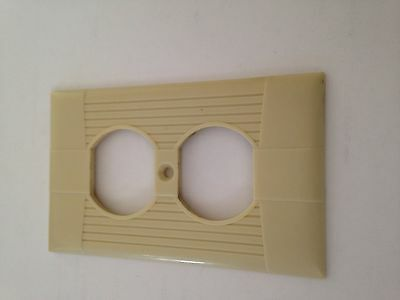 Vintage Eagle Tuxedo Ribbed Ivory Bakelite Electrical Outlet Cover Plate