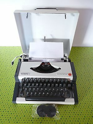 Machine à écrire portable Olympia Traveller de luxe typewriter + ruban neuf