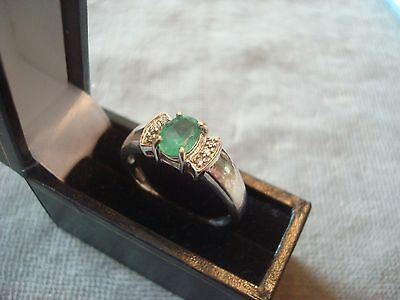 LADIES .750 18CT WHITE GOLD DIAMOND / EMERALD RING 4.8g SIZE R BOXED