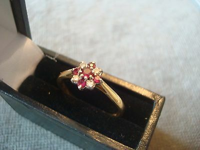 LADIES .750 18CT YELLOW GOLD DIAMOND / RUBY 2.4g SIZE P BOXED REF 8310