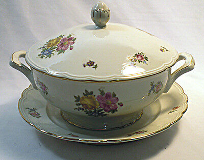 A Richard Ginori large tureen, cover and stand Italy c.1960