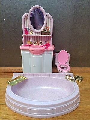 Vintage Barbie Bathhroom Furniture Tub Vanity Toilet