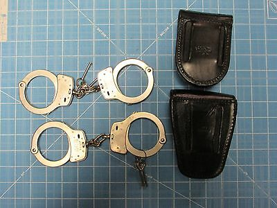 2 sets of smith and wesson handcuffs m-100 peerless keys cases kroll lot