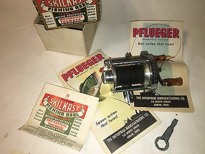 Vintage Pflueger Skilkast No.1953 Fishing Reel with Box and Extras