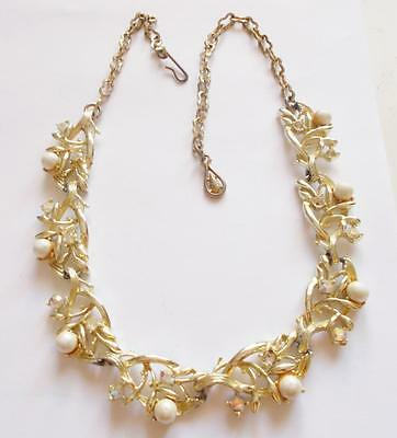 VINTAGE 1950's PALE GOLD TONE LEAF AURORA BOREALIS CRYSTAL PEARL PANEL NECKLACE