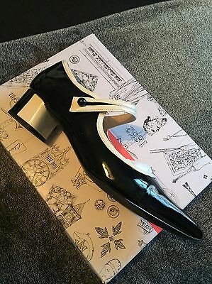 Clarks V&A Black and White Ladies Shoes Size 8