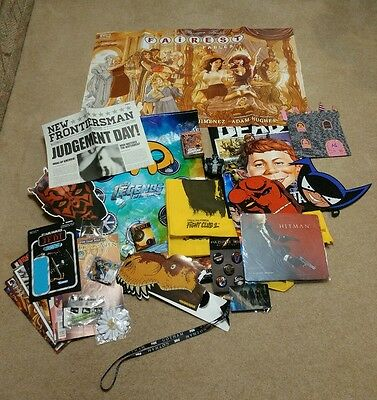 SDCC 2016 DC's Legends of Tomorrow tote swag bag backpack and grab bag of items