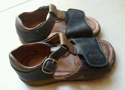 Clarks sandals shoes toddler size 6.5 G