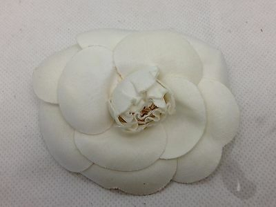 Auth CHANEL White FLOWER PIN BROOCH CAMELIA Vintage 6D130190#