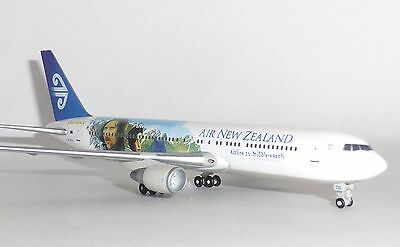 Boeing 767-300 Air New Zealand Lord Of The Rings Collectors Model Scale 1:400 G