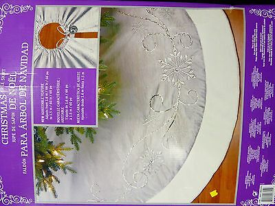 Christmas Tree Skirt w/Adjustable Feature - Silver//White