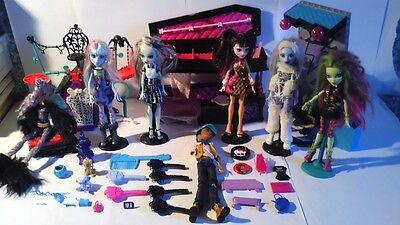 Lot Monster High Chambres Lits + Poupees + Socles + Meubles Occasion