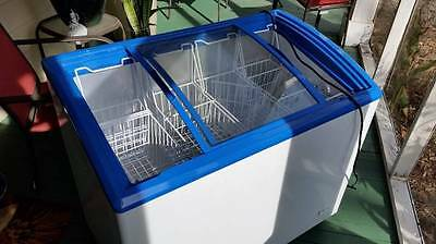 """Acadia Commercial 39"""" Novelty Glass Curve Top Ice Cream Freezer Chest"""