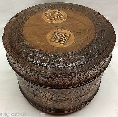 Quality Round Lathe Turned Chatter Carved Wooden Games Box Vintage Gift