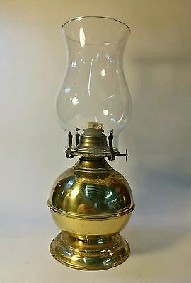 Vintage Brass LAMPLIGHT FARMS LTD OIL / PARAFFIN LAMP WITH glass CHIMNEY .