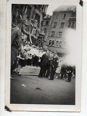 Original Ww2 German Photograph-Early Group In Streets Munich ?