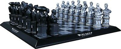 JUSTICE LEAGUE - DC New 52 Chess Set (DC Comics) #NEW