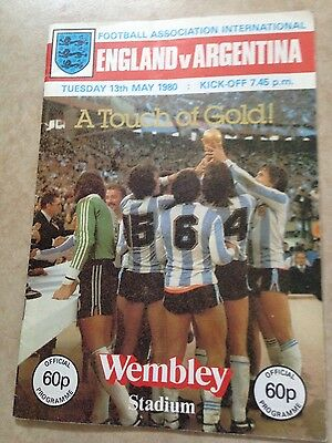 ENGLAND v ARGENTINA  PROGRAMME   SIGNED BY BOBBY  MOORE  PLUS   OTHERS WEST HAM
