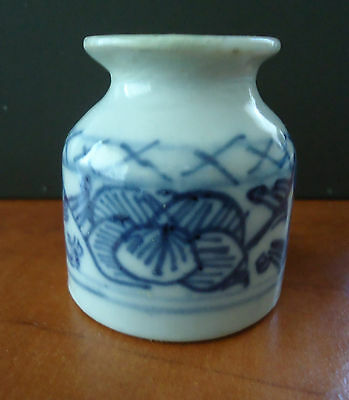 Vintage Blue and White porcelain pottery inkpot / inkwell * Chinese ? Oriental ?