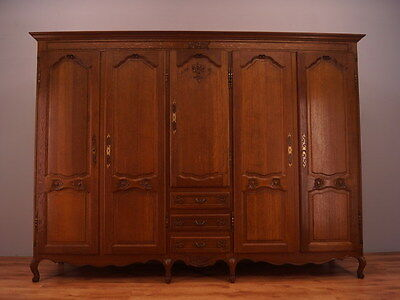 1120 !! Impressive French Oak Wardrobe/armoire In Louis Xv Style !!