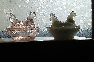 Vintage/Depression glass .... Two Hens in Baskets