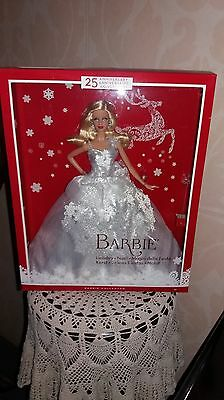 Poupee Barbie Collection Happy Holidays  Annee 2013 Tbeg