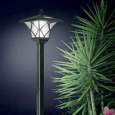 NEW Ideaworks Solar Powered LED Yard Lamp With 5 Foot Pole For Outdoor Lighting